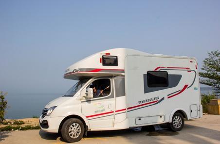 开房车去海边露营